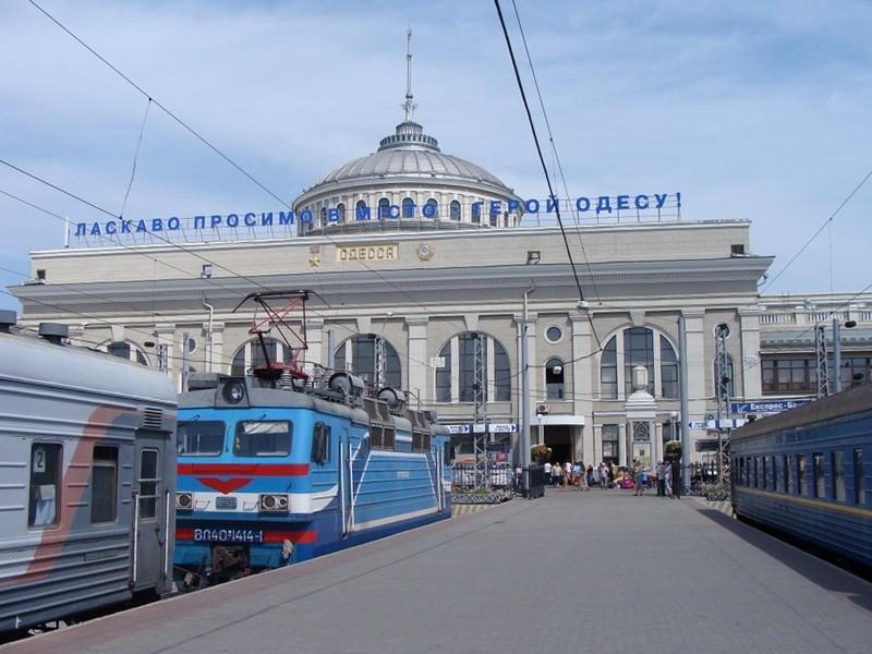 """Из-за проделок пьяного """"минера"""" с одесского вокзала эвакуирововали почти три тысячи человек"""