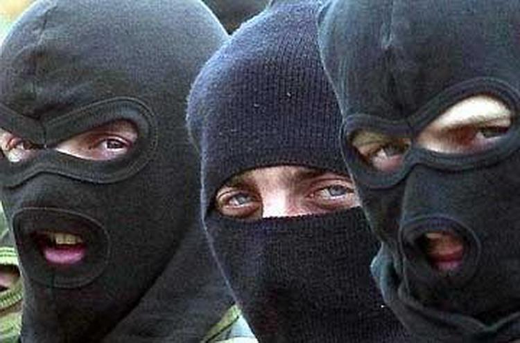 В Кривоозерском районе четверо в балаклавах отобрали у супружеской пары более полмиллиона