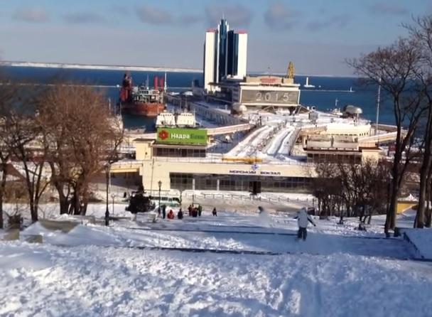 В Одессе из Потемкинской лестницы сделали спуск для экстремалов