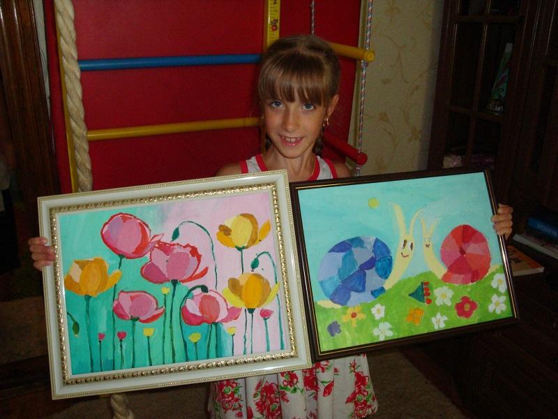 Рекорды необычного Интернет-аукциона: 8-летняя николаевская девочка продает в Фейсбук свои рисунки, чтобы помочь больным маме и братику