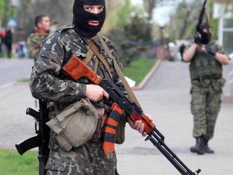 Боевики в Алчевске избивают посетителей кафе за то, что отмечают Новый год (Шокирующее видео)