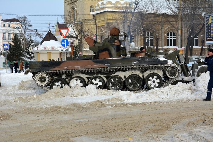 1 января в Николаеве: БТРы на проспекте, улицы солят