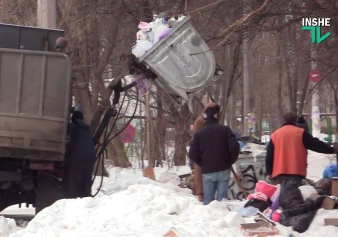 Николаев сегодня. «Оранжевые жилеты» пытаются «отскрести» город – от снега и мусора