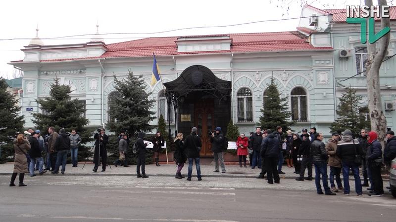 Прокуратура назвала критику народних депутатов помехой, а всем недовольным напомнила о «телефоне доверия». Без номера