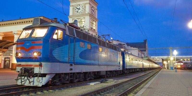 Украинцы теперь могут покупать билеты на международные поезда, рассчитавшись картой