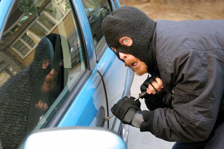 Лучшее противоугонное средство – неисправность в автомобиле: в Николаеве хозяин машины задержал вора-угонщика