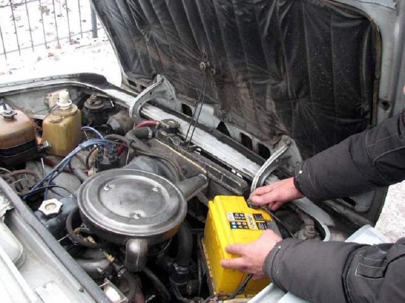 «Специалистов» по кражам аккумуляторов из припаркованных в николаевских дворах авто задержали