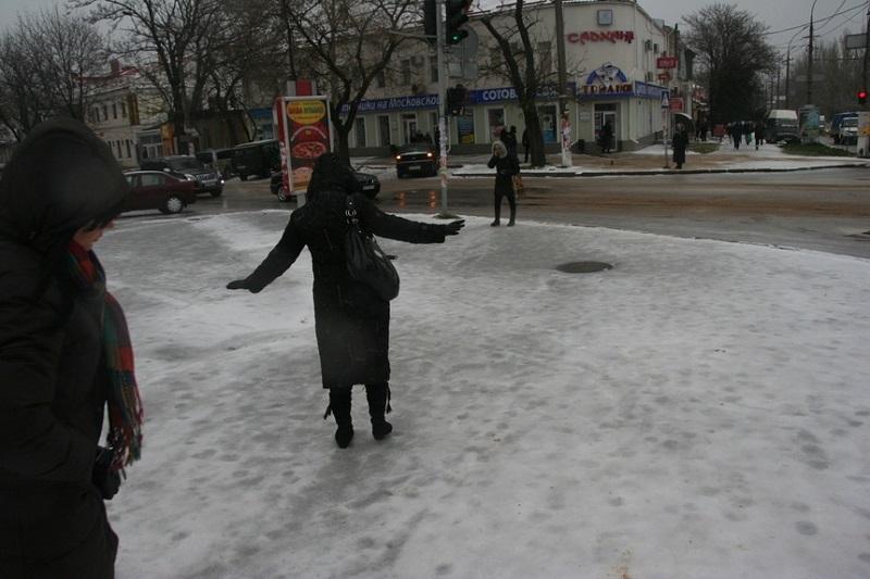 Снег, дождь, гололед. Спасатели призывают николаевцев быть осторожными