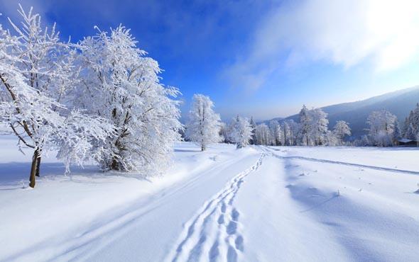 ГАИ предупреждает: Снова снег, дороги пока открыты, но это пока