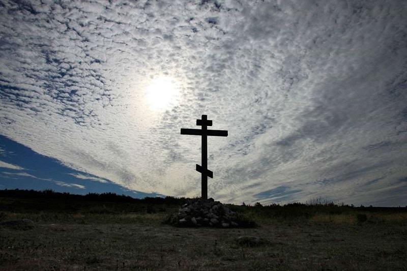 Кому помешали? Вандалы повалили поклонные кресты у сел Мигия и Семеновка