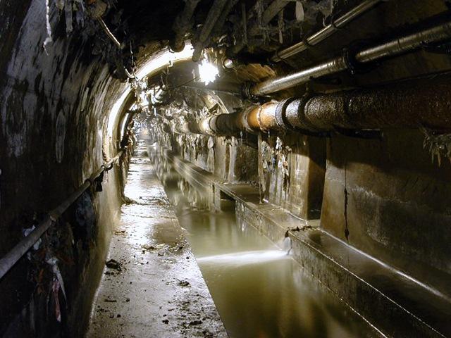 прорыв канализации в многоквартирных домах