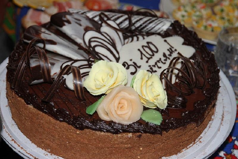 Первый столетний юбилей в Николаеве в этом году: Ивану Калиничеву – торт и подарки