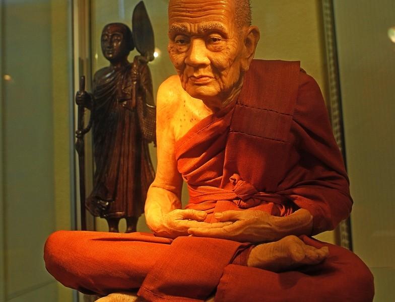 """В Николаеве открылась выставка восточной культуры и буддийского искусства """"Сокровища Тибета"""""""
