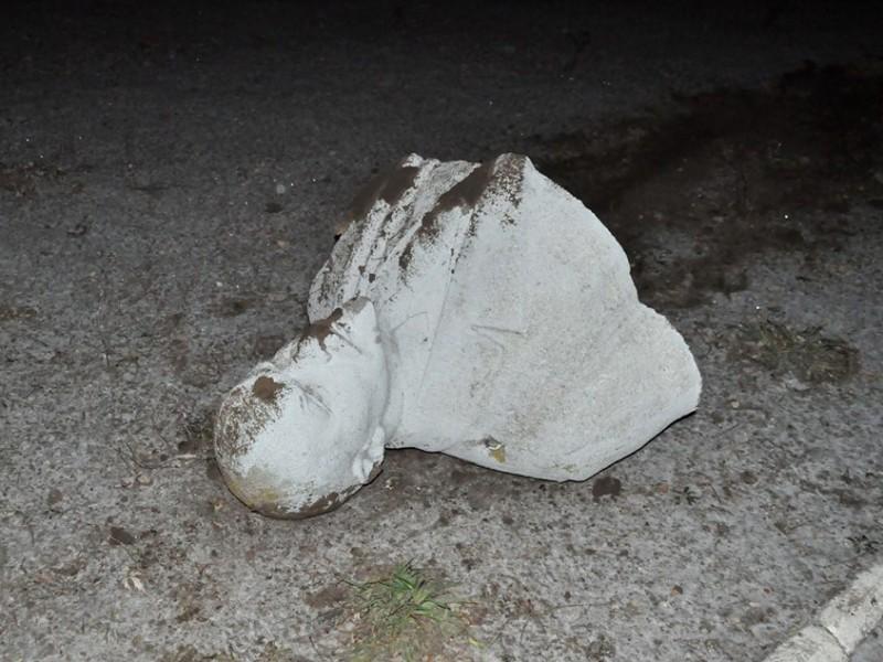 Ленинопад продолжается. На этот раз два памятника упали в Запорожье