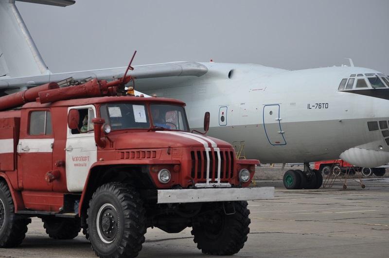 В николаевском аэропорту аварийно приземлился ИЛ-76. Возникла опасность радиоактивного заражения