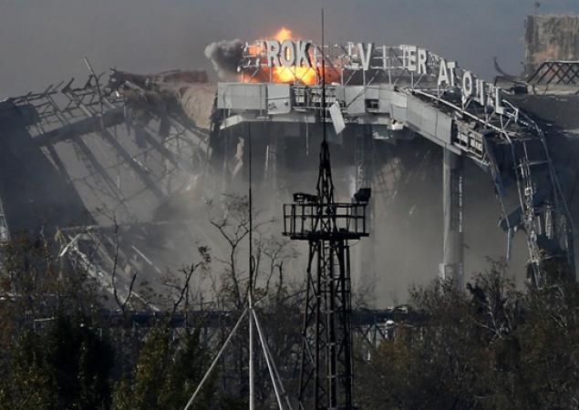 «С криками и матами боевики добивали тех, кто не умер сразу под завалами. К своим мы выползли по взлетке», – выживший «киборг» о последнем бое в аэропорту Донецка