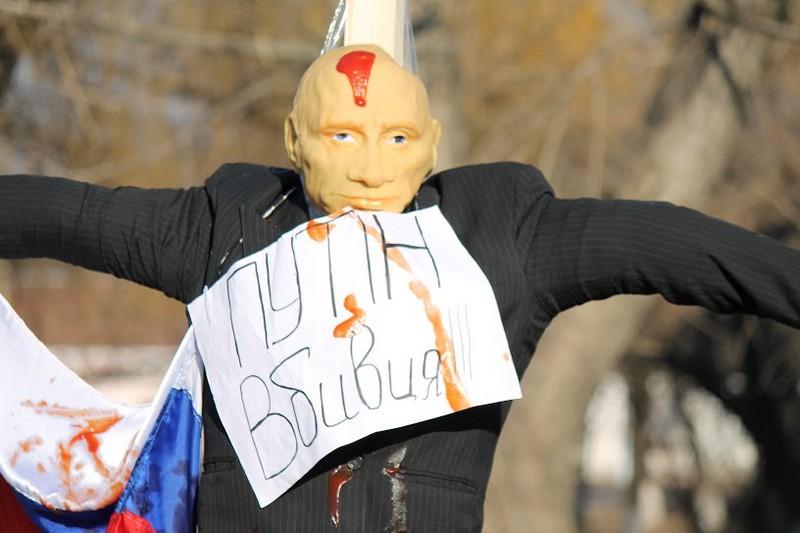 Гори, гори ясно: в Новом Буге на Масленицу сожгли чучело Путина