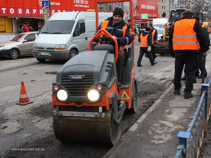 В Николаеве ремонтируют наиболее аварийно опасные участки магистралей, но признают, что это – мера временная