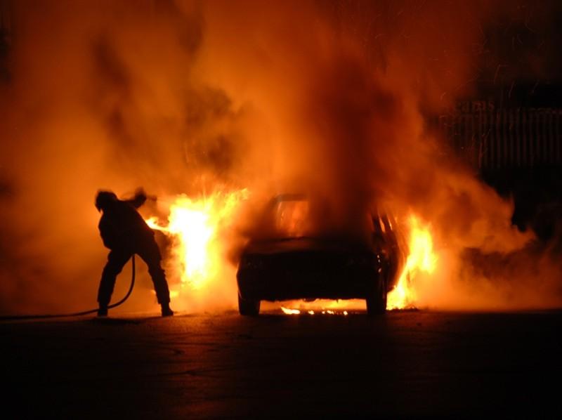 В пгт. Александровка загорелся автомобиль