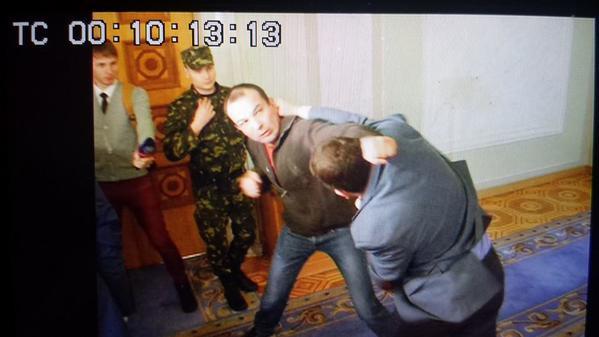 В Раде – драка. Дрались  Егор Соболев и Вадим Ивченко. Гройсман решил…дать им отгул