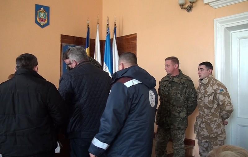 Депутатам Новобугского горсовета вручили повестки прямо на сессии