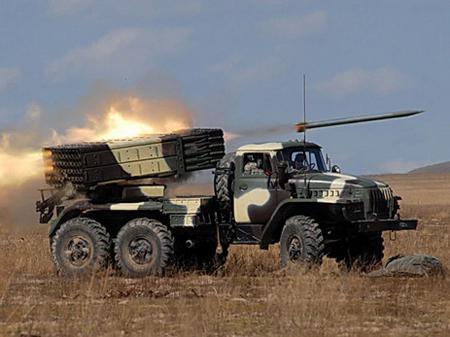 """Наверно, заблудились? Во время минских переговоров в Украину вошли десятки танков и """"Градов"""""""