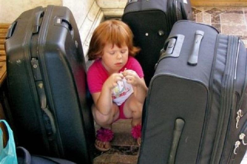 Кабмин обновил порядок организации выезда детей за границу