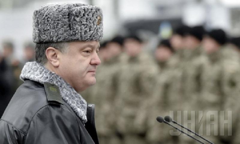 Если не будет мира, Порошенко введет военное положение по всей стране