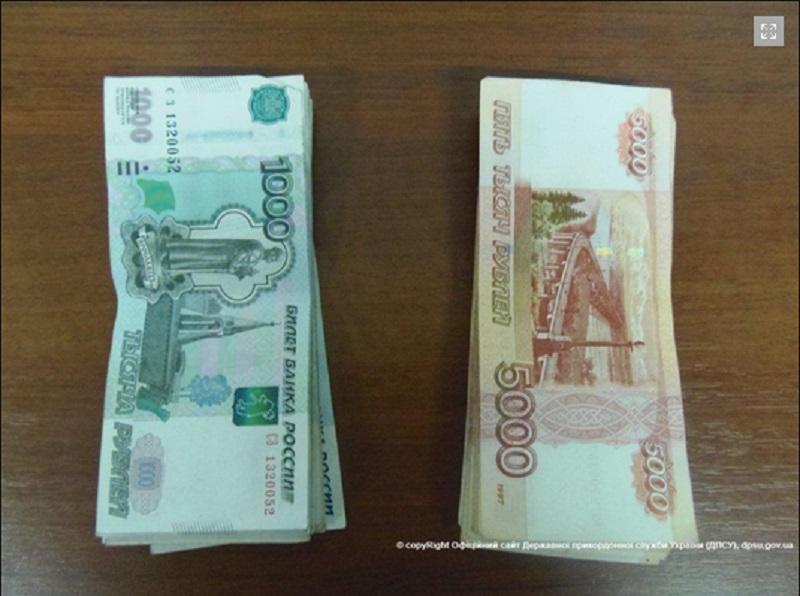 Bloomberg причислил рубль к наиболее быстро обесценивающимся валютам