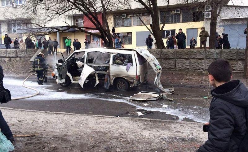 Жизни двух пострадавших в результате взрыва микроавтобуса в Харькове ничего не угрожает – СБУ