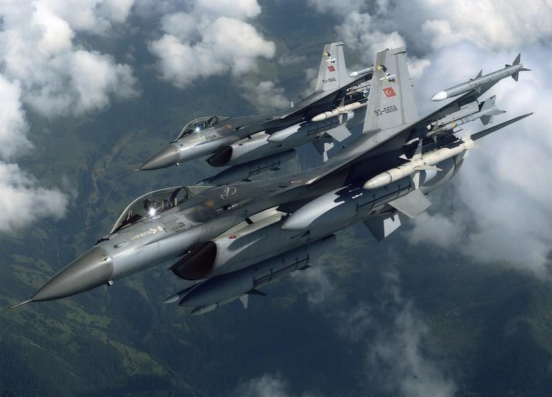 Турецкие истребители перехватили над Черным морем российский самолет-разведчик