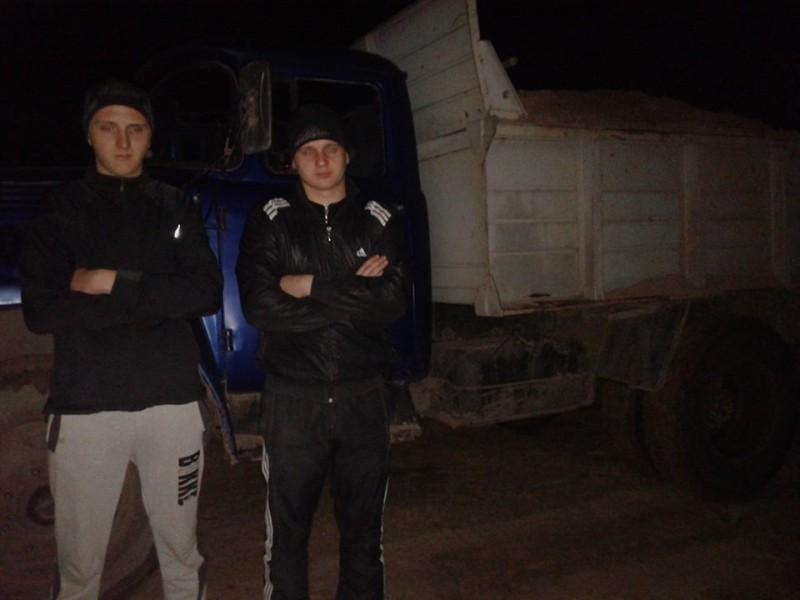 Активисты задержали машину с ворованным песком в Балабановском лесу