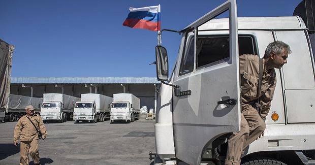 Новый российский гумконвой пересек украинскую границу.  РФ утверждает, что украинские пограничники и таможенники участвовали в его оформлении