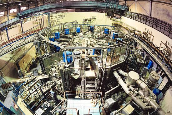 Нажива или саботаж? Двое рабочих из Молдавии сняли 5 тонн меди с уникальной термоядерной установки в Москве