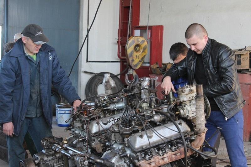 Работники Южно-Украинской АЭС отремонтировали для «79-ки» 6 двигателей для БТРов и доставили их на передовую
