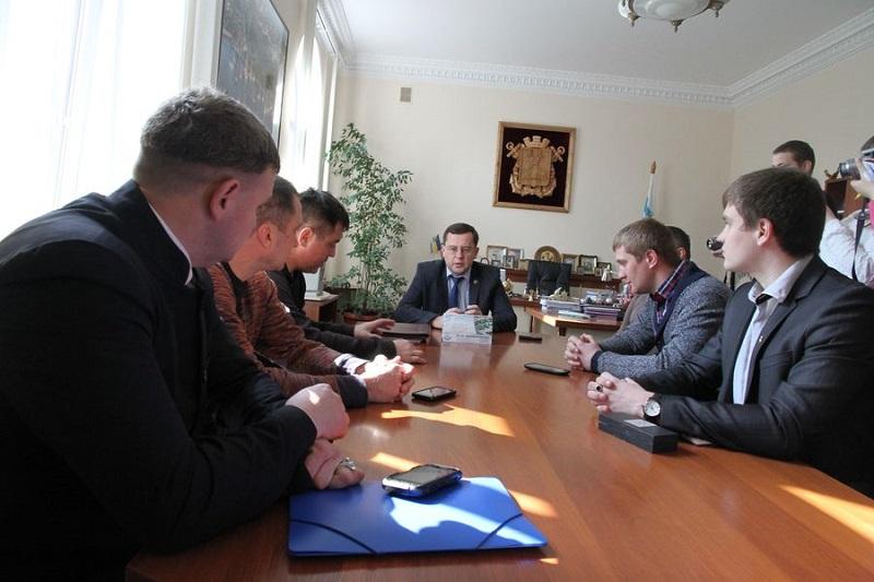 Николаевцы требуют не повышать стоимость проезда в «маршрутках» и уволить Александра Женжеруху