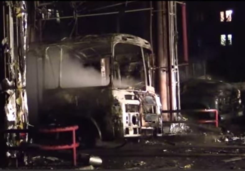 В Славянске на автозаправке взорвался автобус