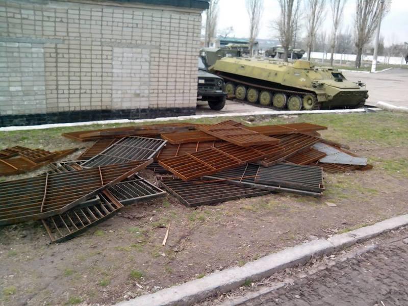 Это не металлолом, а спасенные жизни бойцов: николаевские волонтеры установили 150 защитных экранов. Но им нужна помощь