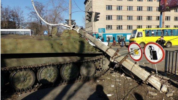 В Донецкой области БМД сбил женщину с детьми