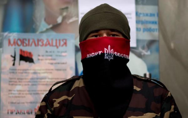 Добровольцев заставляют уйти из-под Мариуполя или «лечь» под силовиков. Они говорят «Это – зрада!»