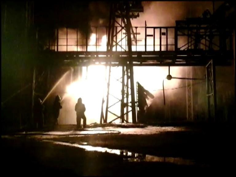 Больше шести часов спасатели тушили пожар на Луганской ТЭС