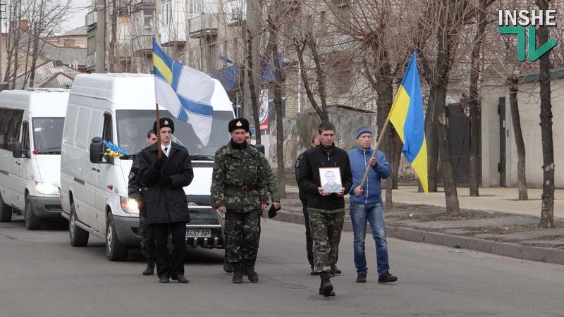 «Герои не умирают!»: николаевцы встретили живым коридором бойцов, погибших в АТО