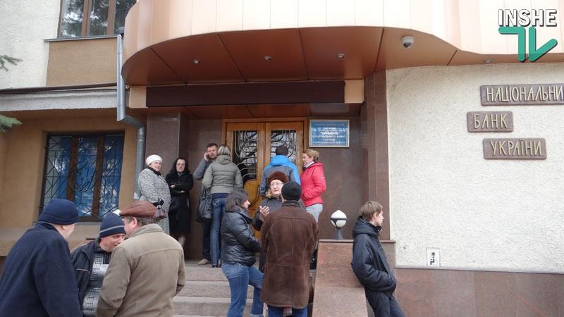 В Николаеве очереди за деньгами: НБУ выпустил памятные монеты