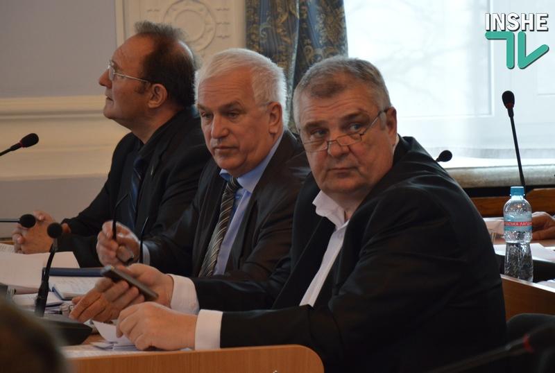 Николаевских депутатов возмутила неаккуратность военных, которые неисправной техникой добивают остатки городских дорог