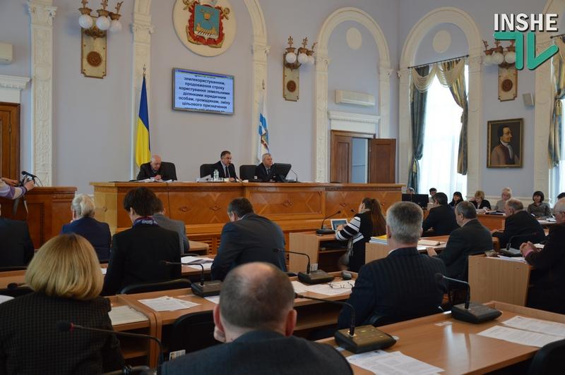 Сессия горсовета продолжила работу, депутатов мало, но голосов пока хватает