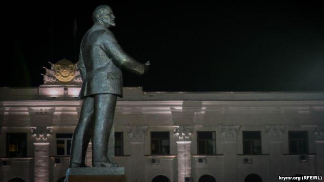 В Симферополе перекрасили Ленина