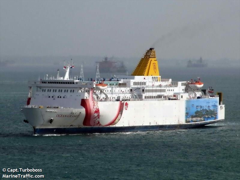 """12 членов экипажа плавучего казино """"Ocean Grand"""" в нечеловеческих условиях продолжают отстаивать честь украинских моряков"""