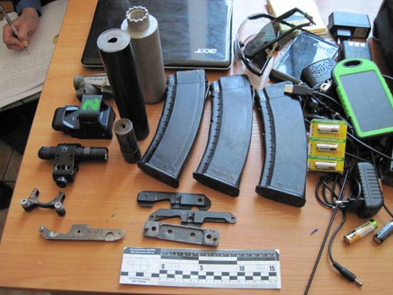 Опасный багаж: на львовском вокзале обнаружили предметы военного назначения