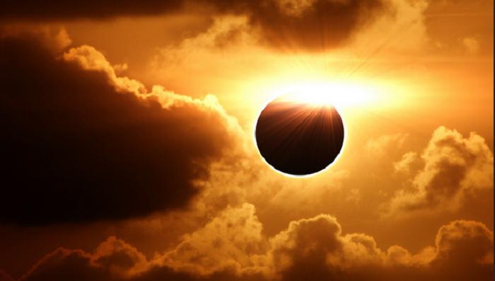 Завтра произойдет самое крупное солнечное затмение за последние 16 лет
