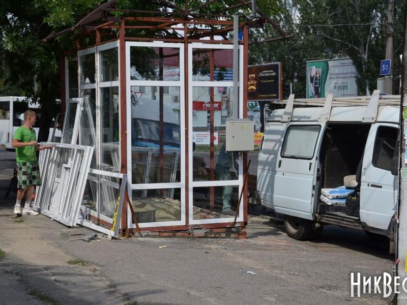 Земельный участок в районе пересечения ул.Московской и пр.Ленина обязаны вернуть городской общине. А куда денут остановку?